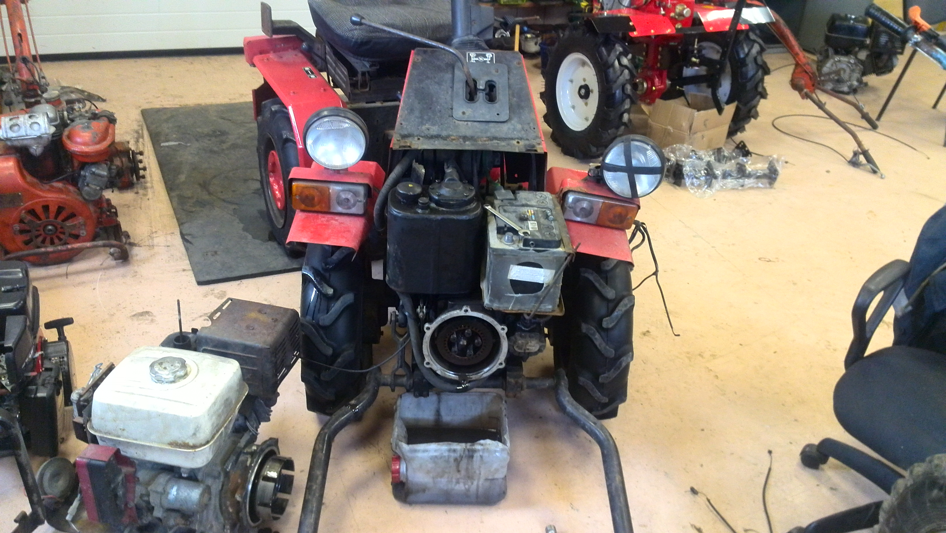 Мини-трактор МТЗ 132Н, 112, 082, ремонт сцепления.