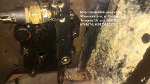 МТЗ 132 устанавливаем пружину тормозной педали