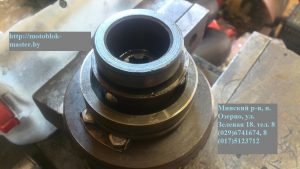 мтз 12 устанавливаем поводок блокировки и стопорное кольцо