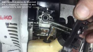 snimaem-korpus-vozdushnogo-filtra-s-trimmera